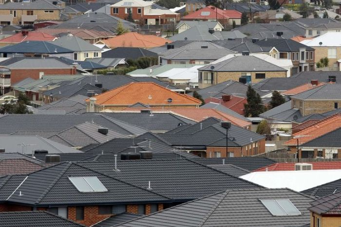Victoria's rental vacancy rate hits new low as population booms and banks crack down